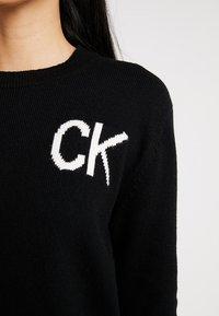 Calvin Klein Jeans - INTARSIA LOGO SWEATER - Trui - ck black/bright white - 5