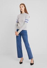 Calvin Klein Jeans - MONOGRAM TAPE - Maglione - light grey heather - 1