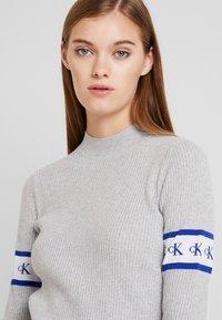Calvin Klein Jeans - MONOGRAM TAPE - Maglione - light grey heather - 3