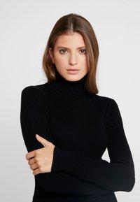Calvin Klein Jeans - ICONIC TURTLE NECK - Stickad tröja - black - 3