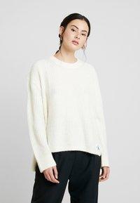 Calvin Klein Jeans - BLEND - Jersey de punto - winter white - 0