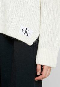 Calvin Klein Jeans - BLEND - Jersey de punto - winter white - 5