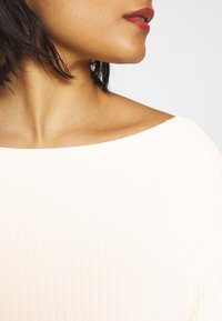 Calvin Klein Jeans - CROPPED BOAT NECK SWEATER - Pullover - offwhite - 5