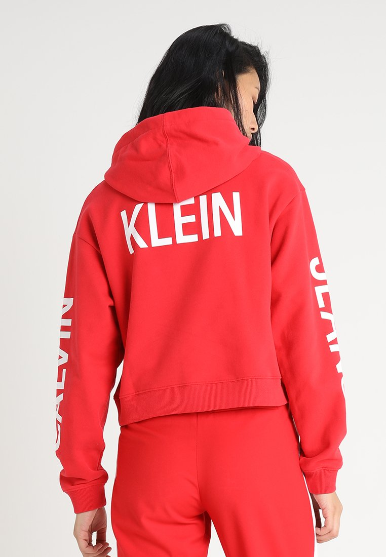 Calvin Klein Jeans - CROPPED INSTITUTIONAL HOODIE - Hættetrøjer - racing red