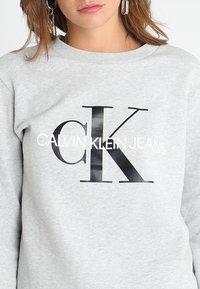Calvin Klein Jeans - CORE MONOGRAM LOGO - Sweatshirts - light grey heather - 4