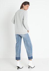 Calvin Klein Jeans - CORE MONOGRAM LOGO - Bluza - light grey heather - 2