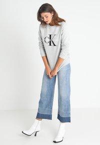 Calvin Klein Jeans - CORE MONOGRAM LOGO - Sweatshirts - light grey heather - 1