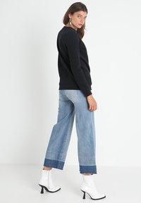 Calvin Klein Jeans - CORE MONOGRAM LOGO - Sweatshirt - black - 2