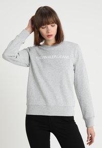 Calvin Klein Jeans - INSTITUTIONAL CORE LOGO - Mikina - light grey - 0