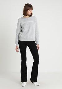 Calvin Klein Jeans - INSTITUTIONAL CORE LOGO - Mikina - light grey - 1