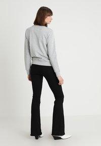 Calvin Klein Jeans - INSTITUTIONAL CORE LOGO - Mikina - light grey - 2