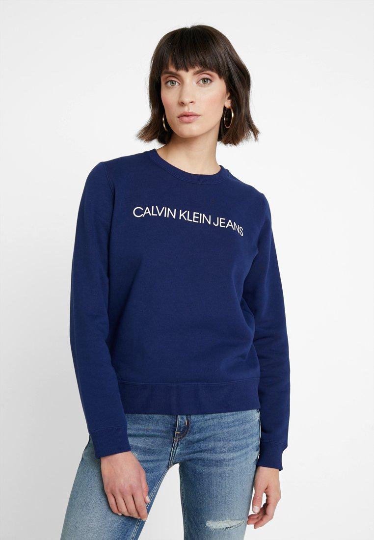 Jeans Institutional White Regular NeckSweatshirt Medieval Blue Klein Crew bright Calvin OukXiPZ