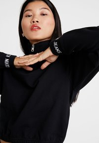 Calvin Klein Jeans - LOGO TAPE CROPPED NECK - Sweatshirt - black