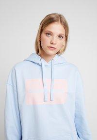 Calvin Klein Jeans - MULTI LOGOOVERSIZED HOODIE - Mikina skapucí - skyway - 3