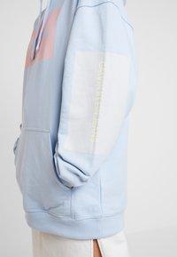 Calvin Klein Jeans - MULTI LOGOOVERSIZED HOODIE - Mikina skapucí - skyway - 5