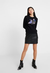 Calvin Klein Jeans - QUILT GRAPHIC CREW NECK - Sweatshirt - black