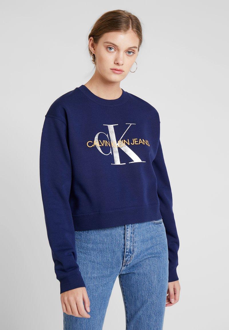 Calvin Klein Jeans - MONOGRAM BOYFRIEND CROP - Sweatshirt - medieval blue/orange