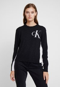 Calvin Klein Jeans - CK LOGO ARCHIVE - Svetr - mid grey heather - 0