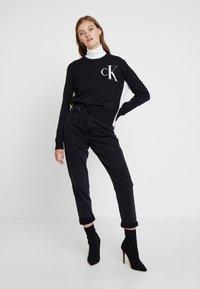 Calvin Klein Jeans - CK LOGO ARCHIVE - Svetr - mid grey heather - 1