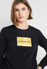 Calvin Klein Jeans - INSTIT GOLD BOX LOGO - Sweatshirt - black - 4
