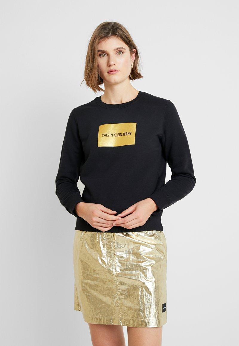 Calvin Klein Jeans - INSTIT GOLD BOX LOGO - Sweatshirt - black