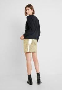 Calvin Klein Jeans - INSTIT GOLD BOX LOGO - Sweatshirt - black - 2