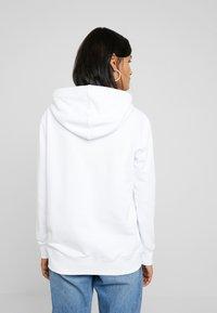 Calvin Klein Jeans - MIRRORED MONOGRAM HOODIE - Jersey con capucha - bright white - 2