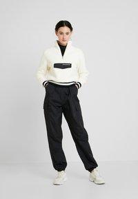 Calvin Klein Jeans - SHERPA HALF ZIP MOCK NECK - Forro polar - winter white - 1