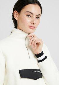 Calvin Klein Jeans - SHERPA HALF ZIP MOCK NECK - Forro polar - winter white - 3