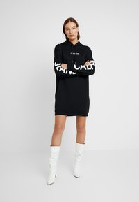 Calvin Klein Jeans - INSTITUTIONAL LOGO HOODIE DRESS - Kjole - black beauty - 2
