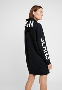 Calvin Klein Jeans - INSTITUTIONAL LOGO HOODIE DRESS - Kjole - black beauty - 3