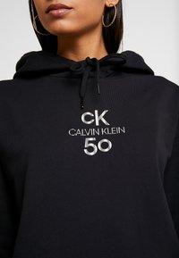 Calvin Klein Jeans - SMALL LOGO CROPPED BOYFRIEND HOODY - Hoodie - black beauty/silver logo - 4