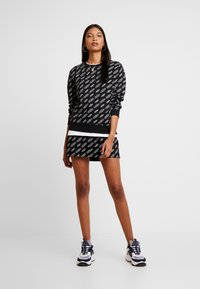 Calvin Klein Jeans - REGULAR CREW NECK - Sweatshirt - black beauty / bright white - 1