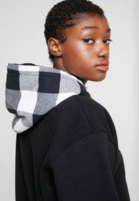 Calvin Klein Jeans - CHECK HOOD CROP HOODIE - Hoodie - black - 5