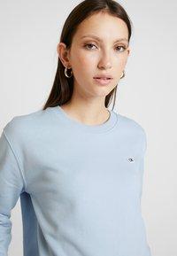 Calvin Klein Jeans - BOXY CREW NECK - Sweatshirt - skyway - 3