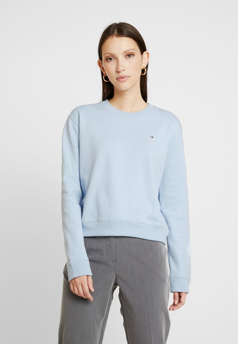 Calvin Klein Jeans - BOXY CREW NECK - Sweatshirt - skyway