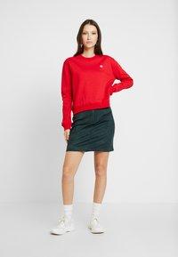 Calvin Klein Jeans - BOXY CREW NECK - Sweatshirt - barbados cherry - 1