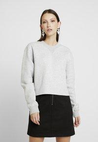 Calvin Klein Jeans - RAW HEM CREW NECK - Sweatshirt - light grey heather - 0