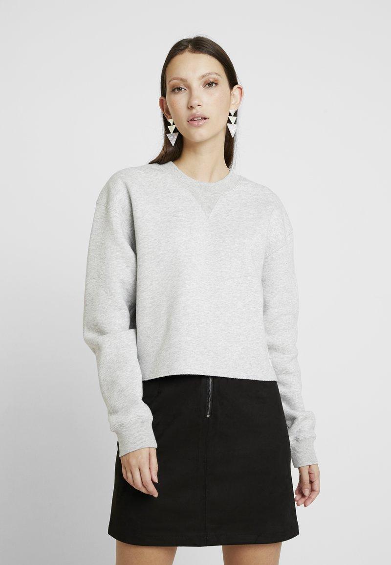 Calvin Klein Jeans - RAW HEM CREW NECK - Sweatshirt - light grey heather