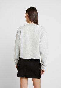 Calvin Klein Jeans - RAW HEM CREW NECK - Sweatshirt - light grey heather - 2