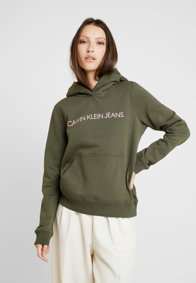 Calvin Klein Jeans - INSTITUTIONAL HOODIE - Hættetrøjer - grape leaf/pink