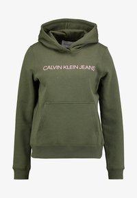 Calvin Klein Jeans - INSTITUTIONAL HOODIE - Hættetrøjer - grape leaf/pink - 4