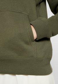 Calvin Klein Jeans - INSTITUTIONAL HOODIE - Hættetrøjer - grape leaf/pink - 5