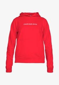 Calvin Klein Jeans - SHRUNKEN INSTITUTIONAL HOODIE - Hoodie - fiery red - 3