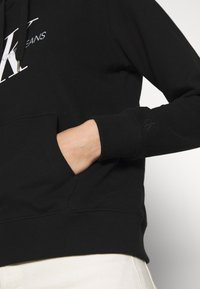 Calvin Klein Jeans - MONOGRAM RELAXED SHORT HOODIE - Mikina skapucí - black - 5