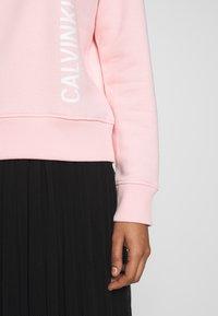 Calvin Klein Jeans - REGULAR CREW NECK - Sweatshirt - keepsake pink - 4