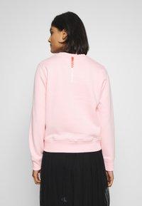 Calvin Klein Jeans - REGULAR CREW NECK - Sweatshirt - keepsake pink - 2