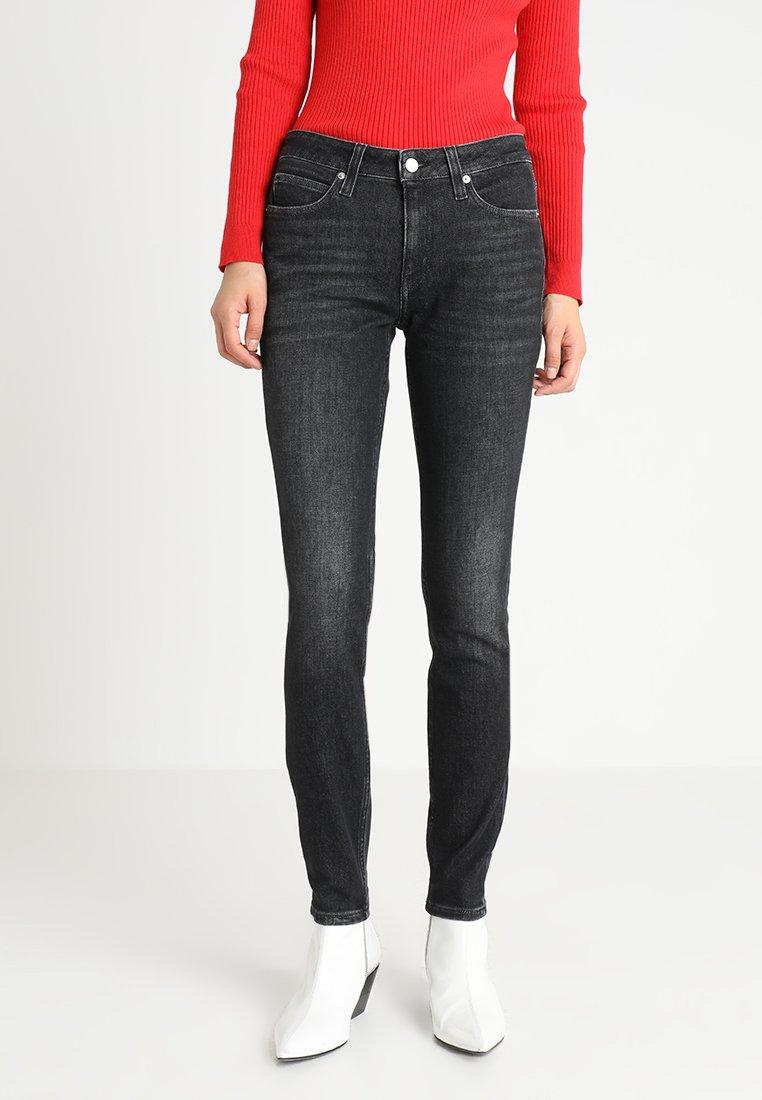 Calvin Klein Jeans - MID RISE SKINNY - Jeans Skinny - penguin black