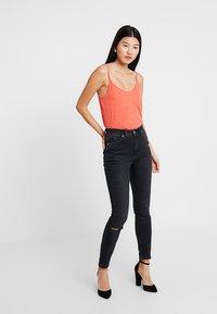 Calvin Klein Jeans - HIGH RISE - Jeans Skinny Fit - forillon black - 1