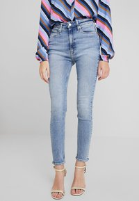 Calvin Klein Jeans - 010 HIGH RISE SKINNY ANKLE - Jeans Skinny - iconics everest stretch - 0
